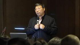 中國攝影師盧廣  分享拍攝環境汙染經驗以拍攝中國環境議題聞名的中國攝影師盧廣,18日在上海分享相關拍攝經驗,他的理念是要拍對社會有作用的題材,並表示所拍照片雖未指出工廠名稱,但曝光後地方政府都會處理。(資料照片)中央社記者張淑伶上海攝  107年10月21日