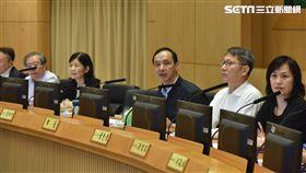 朱立倫於12月11日市政會議後受訪,新北市府提供