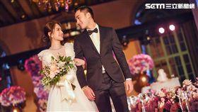 「Twins」成員阿嬌(鍾欣潼)於美國時間25日,與「醫界王陽明」賴弘國在洛杉磯舉行婚宴 圖/英皇娛樂提供