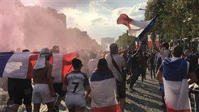 國際足總排名更新 世足賽冠軍法國登榜首國際足球總會更新世界各國國家隊排行榜,以新方式計算積分,納入今年世界盃足球賽成績後,新科冠軍法國一躍而成第一。中央社記者曾依璇巴黎攝  107年8月17日