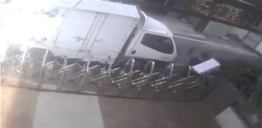送貨員被控亂丟包裹/臉書爆料公社