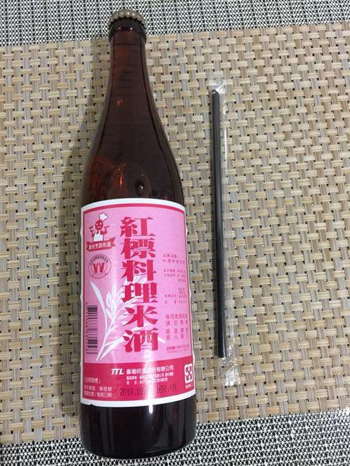 超商,米酒,吸管(圖/翻攝自爆廢公社)