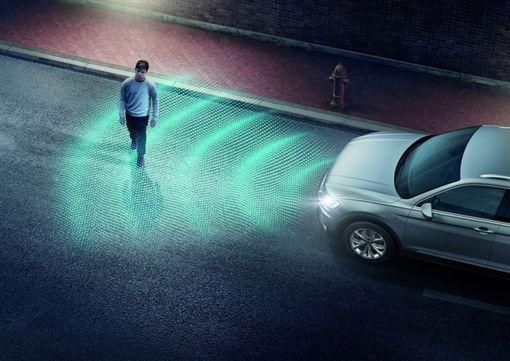 汽車行人保護裝置(圖/翻攝網路)