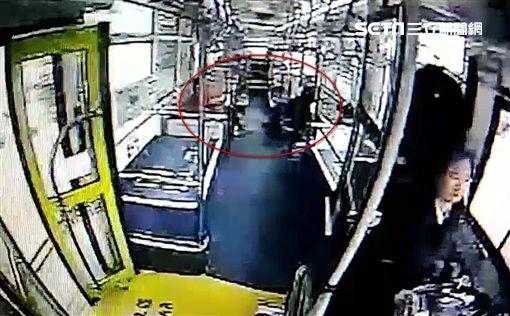 范可欽,公車,肋骨,台北,翻攝畫面