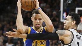 NBA/柯瑞失常 遭對手拿月亮嘲諷 NBA,金州勇士,Stephen Curry,登月,Danny Green 翻攝自推特