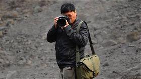 中國警方證實  攝影師盧廣在新疆被捕中國環境攝影師盧廣(圖)11月初在新疆喀什失聯,盧廣妻子徐小莉12日在推特發文表示,已接獲通知證實盧廣遭當地警方逮捕。(取自徐小莉推特)中央社  107年12月14日