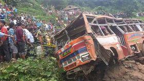 尼泊爾,車禍,小貨車(圖/翻攝自推特)