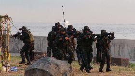 菲軍方演示反恐能力