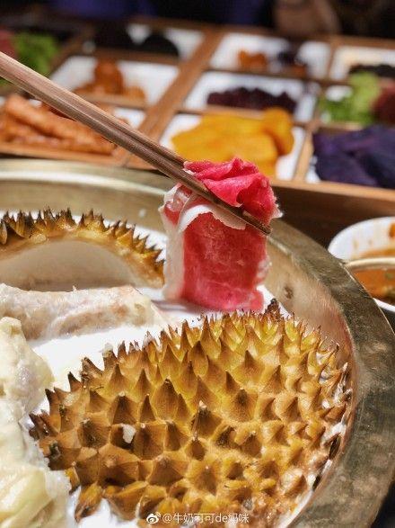 上海最近流行髒髒火鍋,引起網友議論嘖嘖稱奇。(圖/翻攝微博)