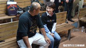 盧秀燕邀請張泰山擔任市政顧問。(圖/記者王怡翔攝影)