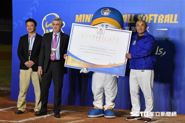 張泰山受邀擔任MINI baseball推廣大使。(圖/記者王怡翔攝影)
