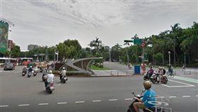 台北,違規,迴轉,公車,車禍(圖/翻攝google)