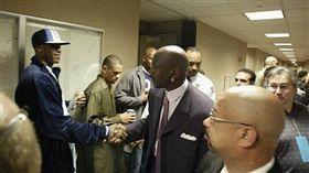 NBA/詹皇回憶初見喬神:像看上帝 NBA,洛杉磯湖人,LeBron James,Michael Jordan 翻攝自推特