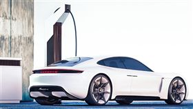 BMW與Porsche共同成立了FastCharge小組完成第一座450kW原型充電站。(圖/翻攝網站)
