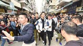 香港「幣少爺」黃鉦傑撒鈔票被捕/環球網