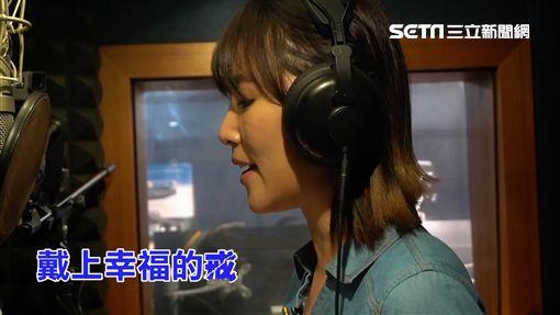 李懿來找知名音樂製作人陳國華老師學唱歌。 試唱結束後,李懿對唱歌瞬間失去信心。 陳國華老師要李懿別放棄,並說:其實調一調就不會了! 李懿再次試唱,她能得到錄音資格嗎?