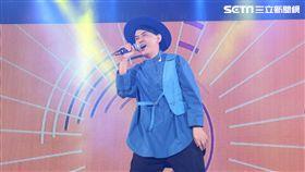 黃子佼樂得在舞台上一人分飾主持人跟歌手兩角。(圖/大鵬經紀提供)