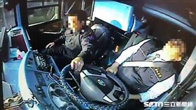 出殯車隊 遊覽車司機昏迷撞護欄命危