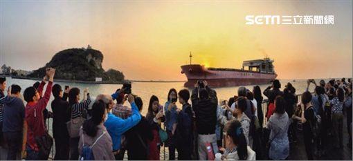 高雄市觀光局,旅客,西子灣,夕陽,新古典室內樂團,阿卡貝拉,台灣八景
