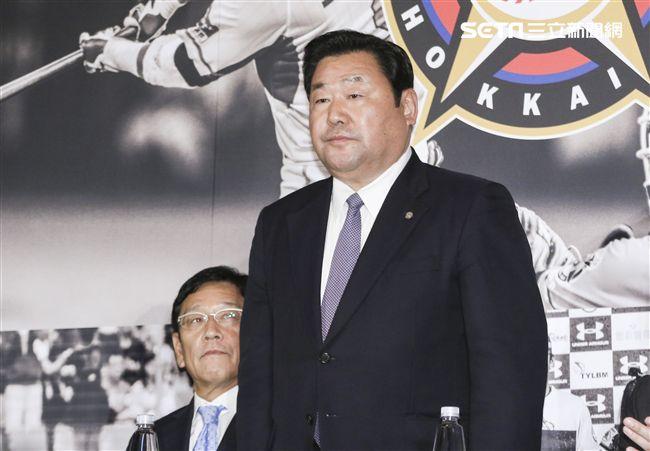 台灣強打王柏融與日本職棒火腿隊簽約,日本火腿球團社長竹田獻宗。(記者林士傑/攝影)