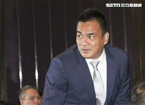 台灣強打王柏融與日本職棒火腿隊簽約,富邦悍將副領隊陳金鋒出席。(記者林士傑/攝影)