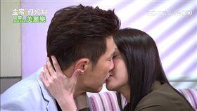 鈞琳CP終於碰面了,擁吻一幕讓網友超感動。