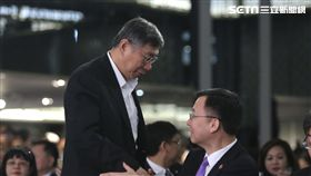 雙城論壇登場  柯文哲周波握手致意台北上海雙城論壇20日在晶華酒店登場,台北市長柯文哲(前左)與上海市常務副市長周波(前右)握手致意。中央社記者徐肇昌攝  107年12月20日