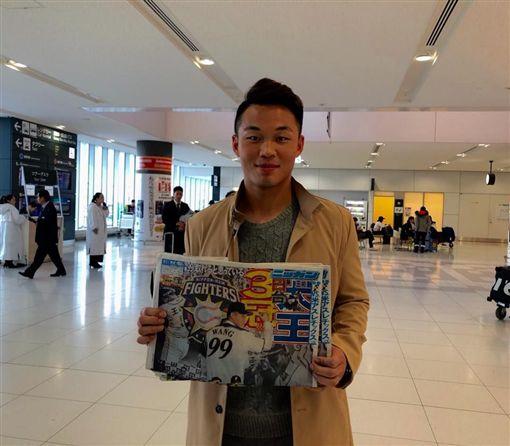 ▲王柏融飛抵北海道新千歲機場。(圖/取自Lamigo官方臉書)