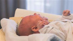 4周大嬰兒與父母共眠 竟遭「左右擠壓」肋骨斷…慘死睡夢中(圖/翻攝自PIXABAY)
