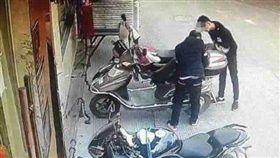 (圖/翻攝自微博)中國,武漢,電動車,小偷,觸電