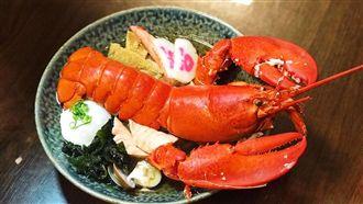 海鮮愛好者必吃!烏龍麵配整隻龍蝦