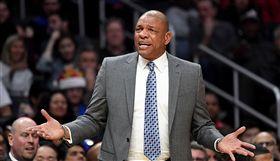 NBA/這「運球」竟連教練都被晃倒 NBA,達拉斯獨行俠,J.J. Barea,洛杉磯快艇,Doc Rivers 翻攝自推特