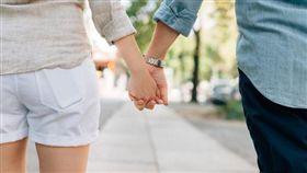 情侶,男女朋友,牽手,交往(圖/翻攝自pixabay)