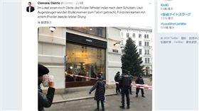 奧地利警方發聲明說,維也納市中心發生槍擊事件,有兩人遭槍擊受傷,警方正持續追拿嫌犯。根據急救單位,其中一名傷者已死亡。(圖/翻攝自推特@coistric)