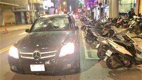 台北,錦州街,賓士,砸車,中山。翻攝畫面
