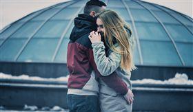 情侶、擁抱(圖/Pixabay)