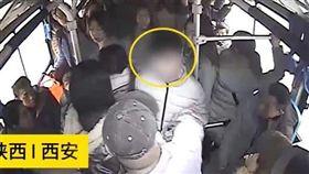 女公車上遭猥褻!司機挺身遭毆滿臉血 (圖/翻攝自梨視頻)