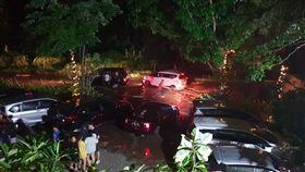 印尼巽他海峽發生海嘯。(圖/翻攝自Twitter)