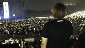 五月天演唱會 歌迷站著看/爆怨公社