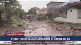 印尼巽他海峽發生海嘯。(圖/AP授權)