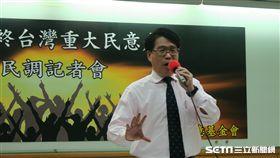 台灣民意基金會董事長游盈隆24日上午召開「2018年終台灣重大民意走向」記者會。(圖/記者盧素梅攝)