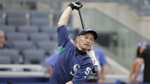 ▲12歲少棒球員下戰帖,鈴木一朗發願打到51歲。(圖/美聯社/達志影像)
