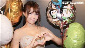 吳婕安(元元)昨下午舉辦《聖誕粉絲同樂會》特地以禮服盛裝打扮。(圖/資料照)