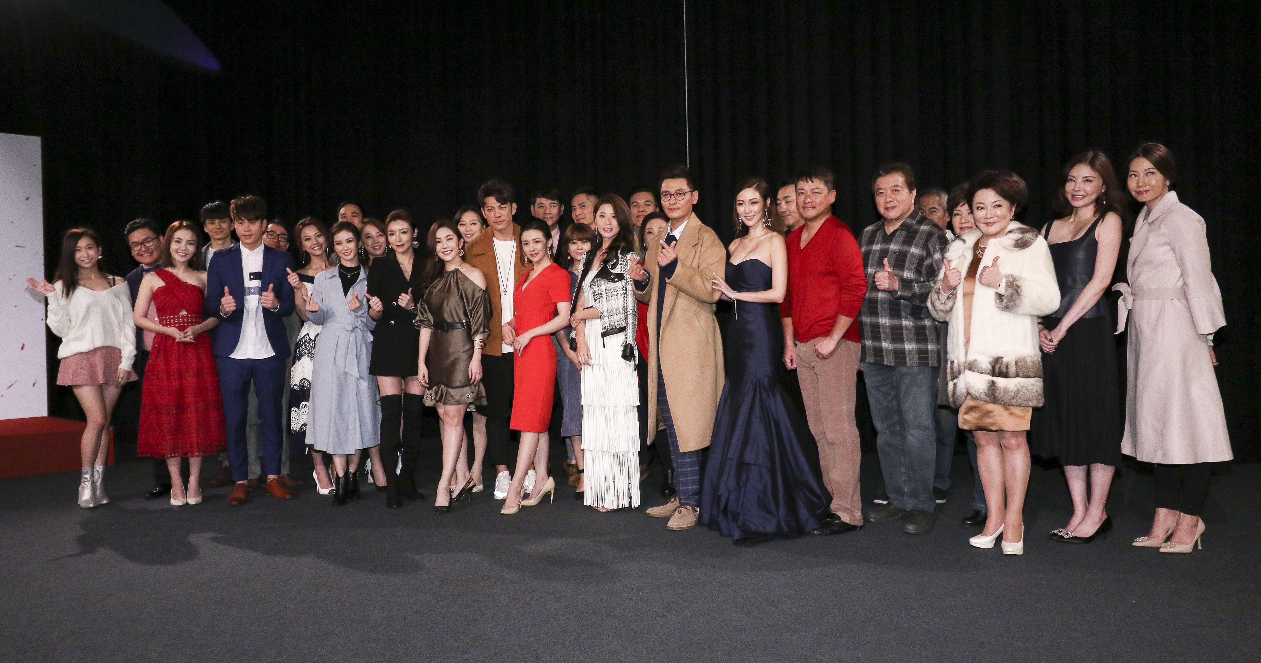 三立新八點台劇「炮仔聲」首映會,全體演員合照。(記者林士傑/攝影)