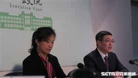 行政院秘書長卓榮泰及發言人25日召開記者會。(圖/記者盧素梅攝)