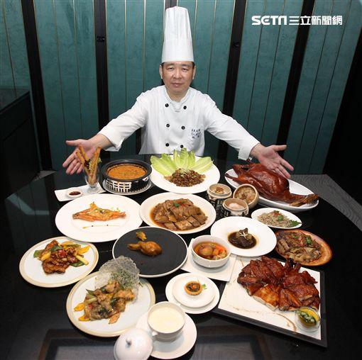 店長林凱是守護香港正宗粵菜在台灣飄香的掌門人。(記者邱榮吉/攝影)