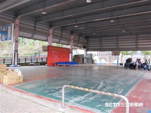 ▲林子偉回達卡努瓦最常去的籃球場。(圖/記者蕭保祥攝影)