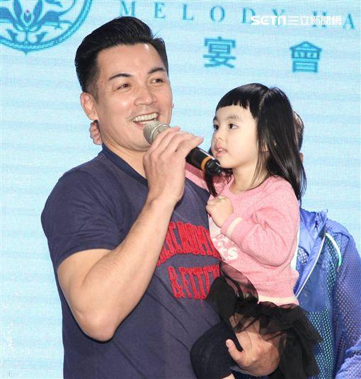 伊正、伊正大女兒步步、《金家好媳婦》演員群圖/記者邱榮吉攝影