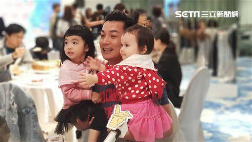 伊正、伊正大女兒步步、二女兒靚靚圖/記者李依純攝影
