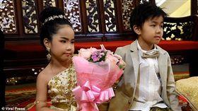 泰國兄妹舉行婚禮。(圖/翻攝自Dailymail)
